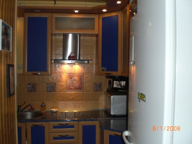 Угловые кухонные гарнитуры на маленькие кухни картинки 4