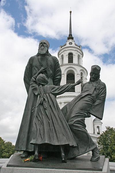 Шуя. Памятник Новомученикам Российским