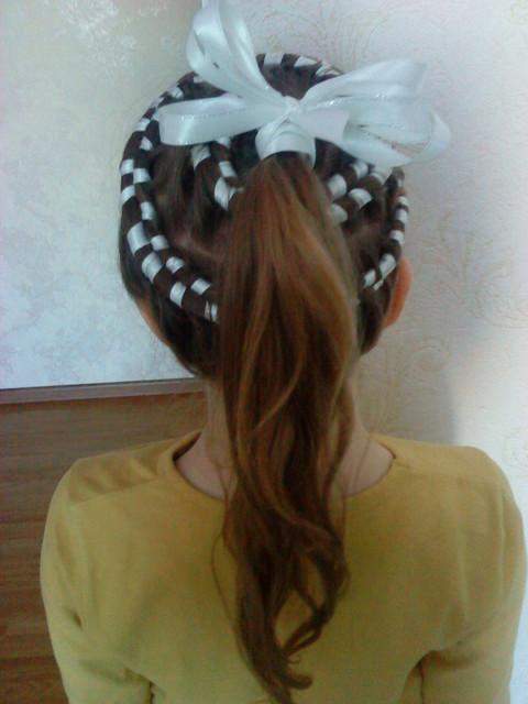 кос. плетение косы с лентой видео. схемы плетения цветов из бисера для.
